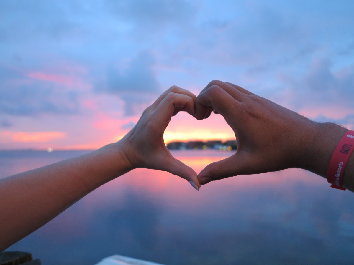 love_caribbean_passion_hands_heart-luna-de-miel-expobodacuernavaca.com